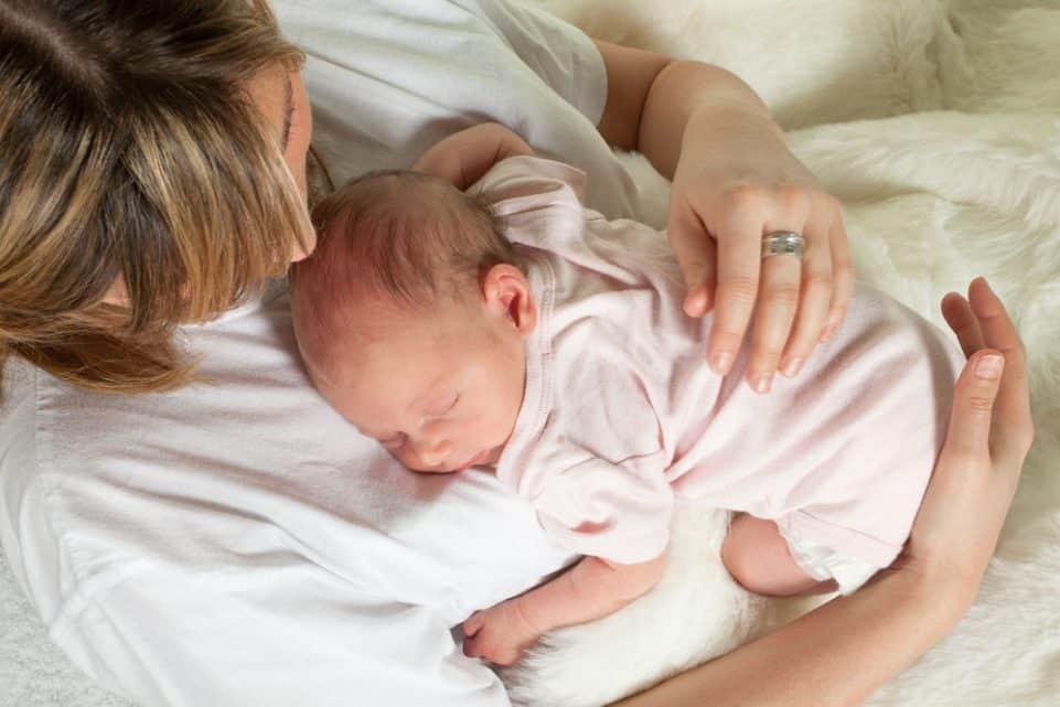 Dy arsyjet kryesore që mjekët rekomandojnë lindjen cezariane