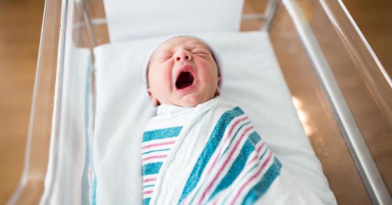 CDC rekomandon ndarjen e të posalindurve nga nënat për të ndaluar përhapjen e koronavirusit