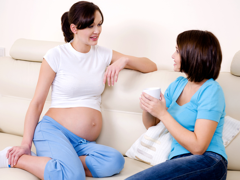 Mënyra mbështetëse për të ndihmuar një nënë shtatzënë gjatë javëve të fundit të shtatzënisë