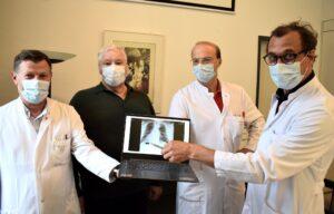 Kardiokirurgu kosovar kryen me sukses intervenimin tek pacienti me zemër në anën e djathtë