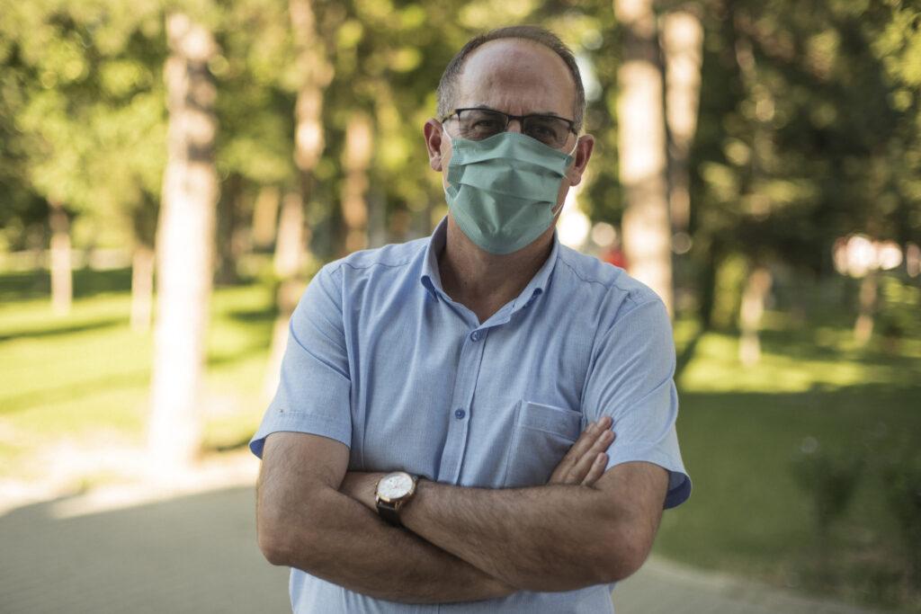 Rritja e numrit të testeve, efektivitetit qeveritar dhe shtretërve spitalor mund të ulin vdekshmërinë nga Covid-19